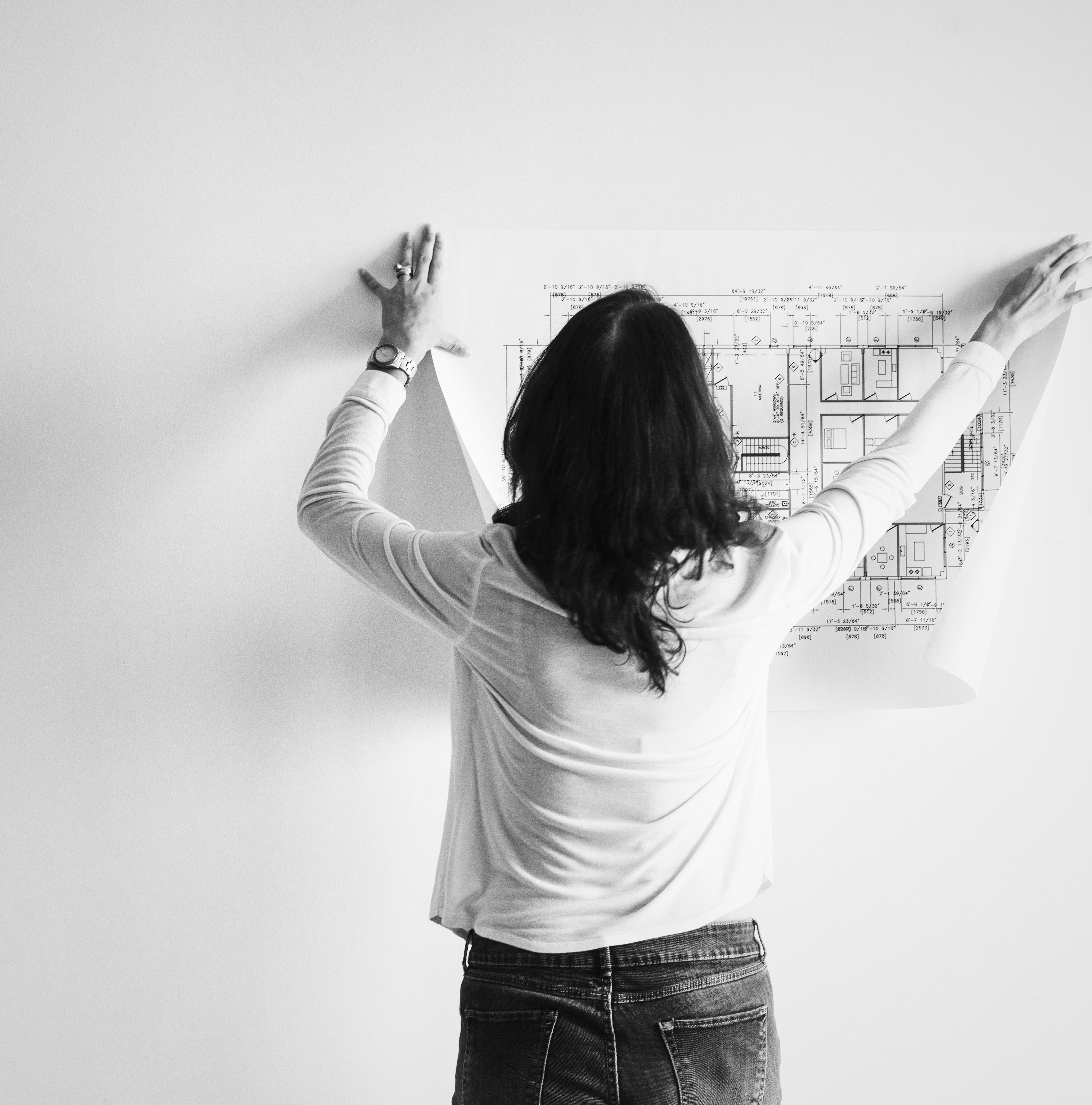 architect-back-black-and-white-1496141