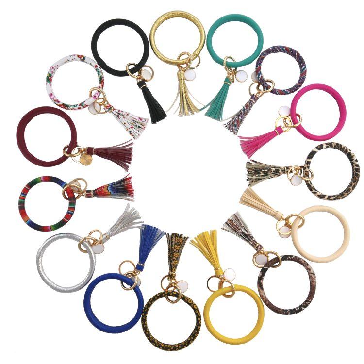 THOMELA Schlüsselanhänger Armreif - Quast - Kunstleder - goldene Ringe & Schnellverschluss - Modetrend 2020